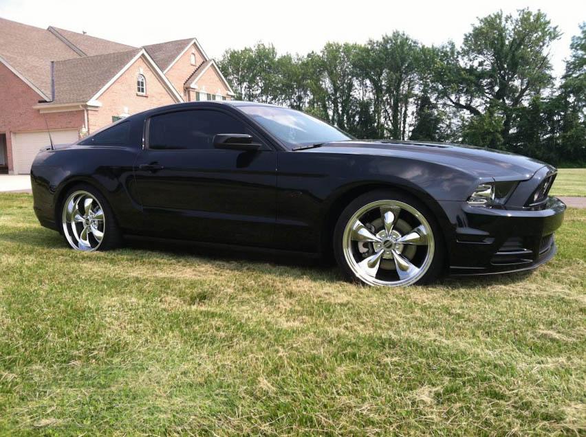 2010-2014 Mustang with 20in Deep Dish Chrome Bullitt Rims