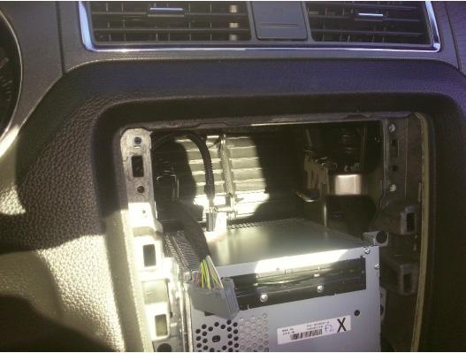 Raxiom OE Style GPS Navigation Installation 12