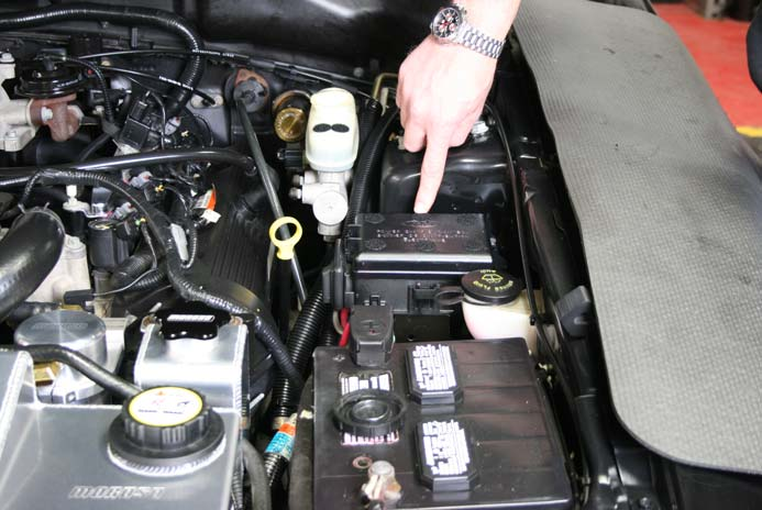 how to install a moroso fuse box cover on your 1998 2004 mustang rh americanmuscle com